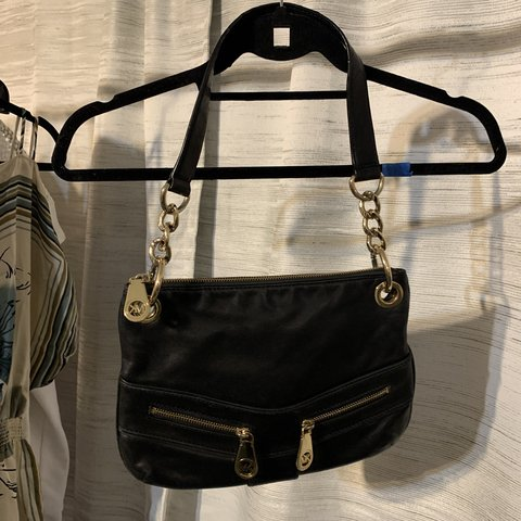 b31fd0d5be17 @alyson11372. 23 days ago. New York, United States. Michael Kors Small  Leather Bag.