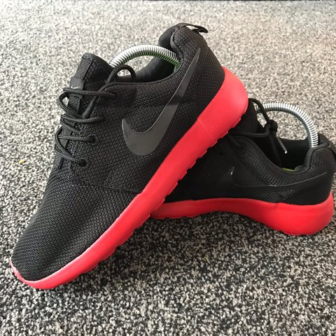 7160a086ff8 Nike Roshe Run in UK7 - unworn DS brand new condition but no - Depop