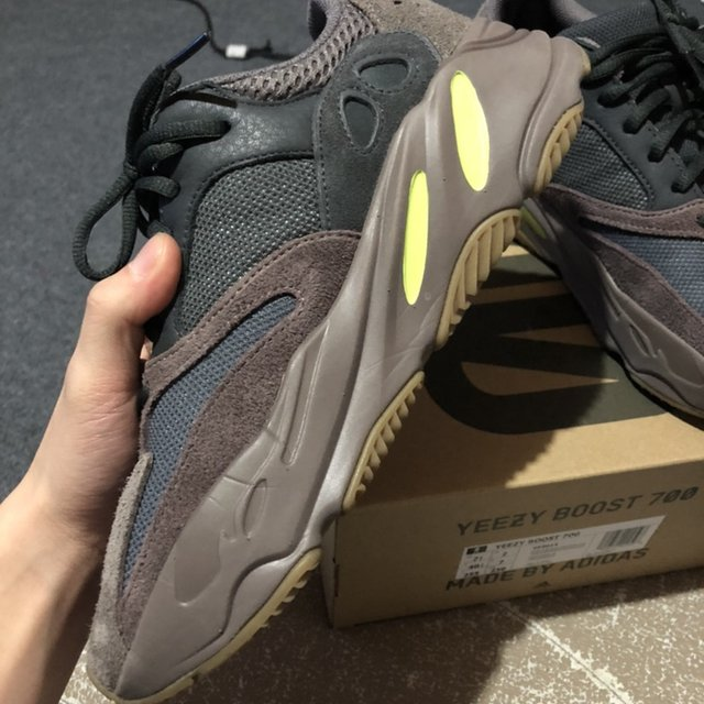 069a1ca2 Yeezy 700 Mauve Size 7.5 US 9/10 Condition Purchase... - Depop