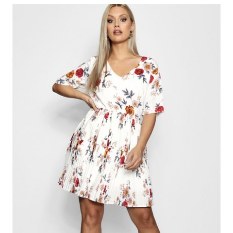 280c705693d Boohoo white floral skater dress - worn once - size 16 xx - Depop