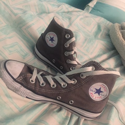 4ca470827351 converse !! Womens 6 Mens 4 still in good condition (A but - Depop