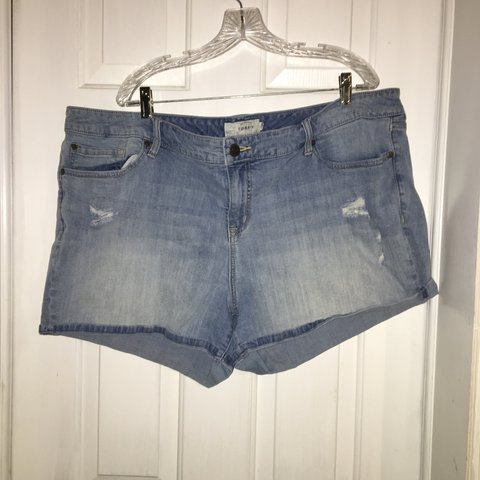 f5650ae0acb Distressed light wash denim shorts from Torrid. I don t the - Depop