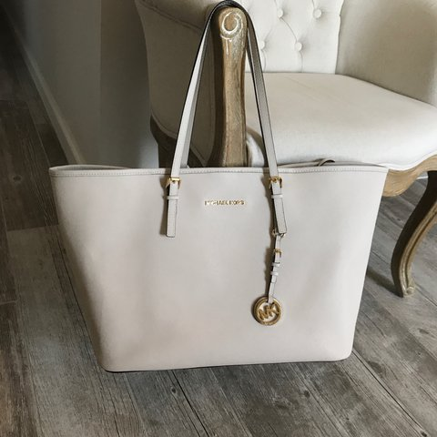 1540573f5bd2 Authentic Michael Kors tote Cream colored dirt on the ever - Depop