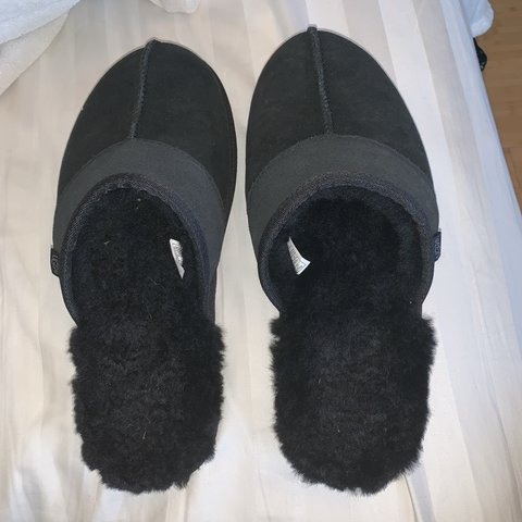 f66319b544d869 Blaxk furry ugg slippers Women s Size 10 Perfect condition - Depop