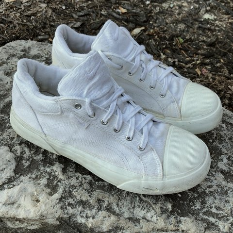 ec52f7ad6a5 Vintage 1990s Nike Champion Court All White Tennis some of a - Depop
