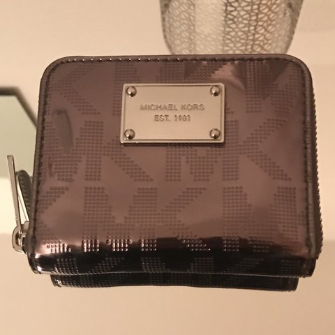 0ec52ccadf5fd2 @rxe_rxe. last year. Birmingham, United Kingdom. michael kors silver  monogram purse 9/10 condition ...