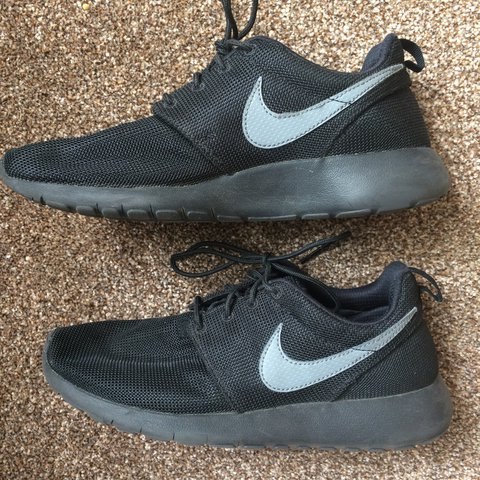 f82ed859dc4a Nike Roshe Run size 6 eu 40 cm 25 black with the grey sign. - Depop
