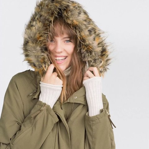 sports shoes 511c7 5be5d ZARA KHAKI SHORT PARKA, HAS REMOVABLE FLEECE LINING, FUR - Depop