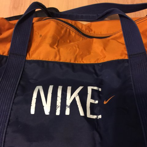 Vintage Nike Duffle Bag ... FREE SHIPPING ... length 18  2233513bb498e