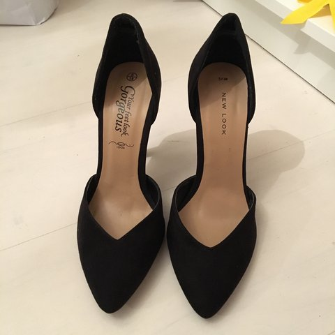 551f4ec95d @amy_rachel. 2 months ago. Whitchurch, United Kingdom. New Look black  suedette pointed toe court heels in a size 5.
