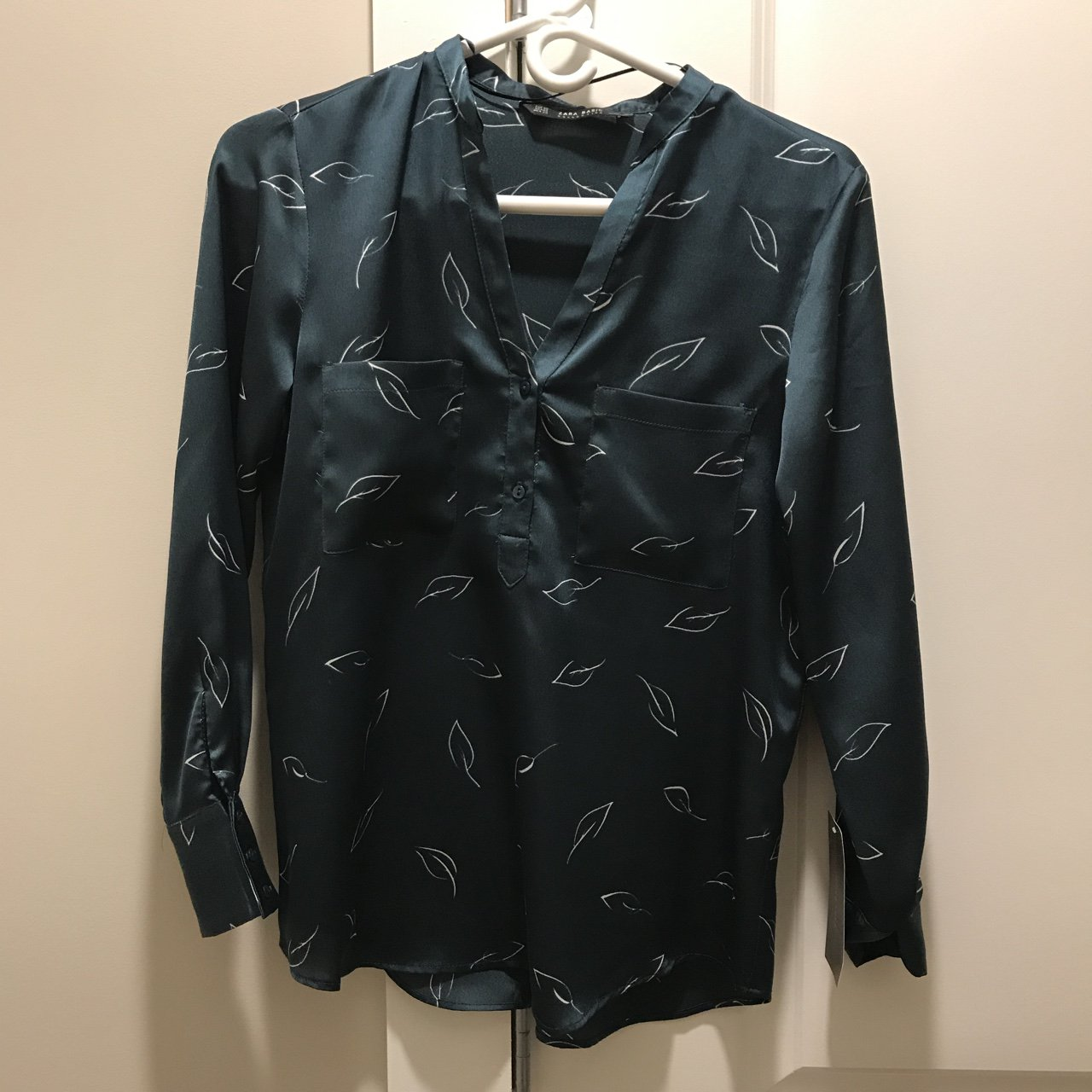 36a8b5bf4c Beautiful brand new Zara satin blouse. Size  XS Worn once. - Depop