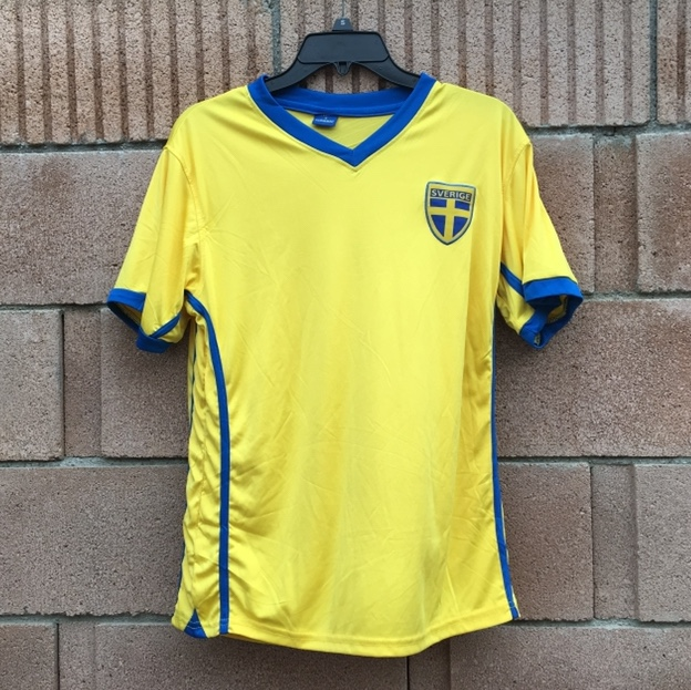 the best attitude 15fa0 9513a Sweden soccer jersey shirt with the Swedish shield... - Depop