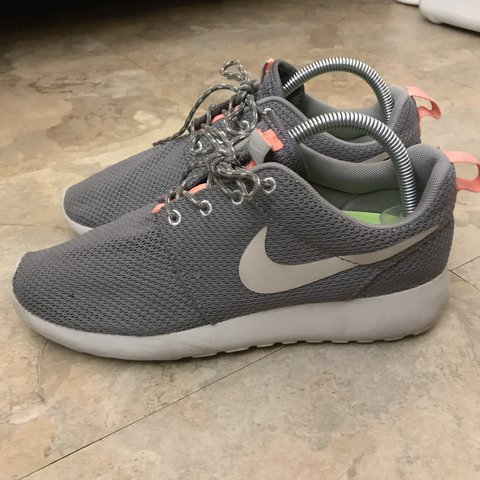online store b1be9 5850e  yungjules2. last year. Los Angeles, United States. Nike Roshe Run US  Women s 8. Grey Mesh with Pink ...