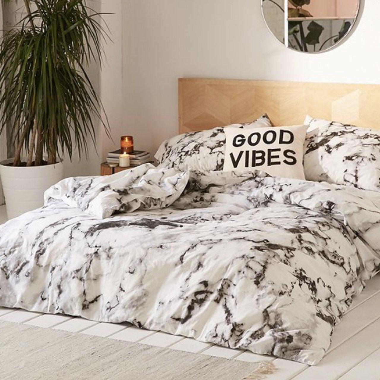 Picture of: Urban Outfitters Marble Bedding Set For A Single Depop