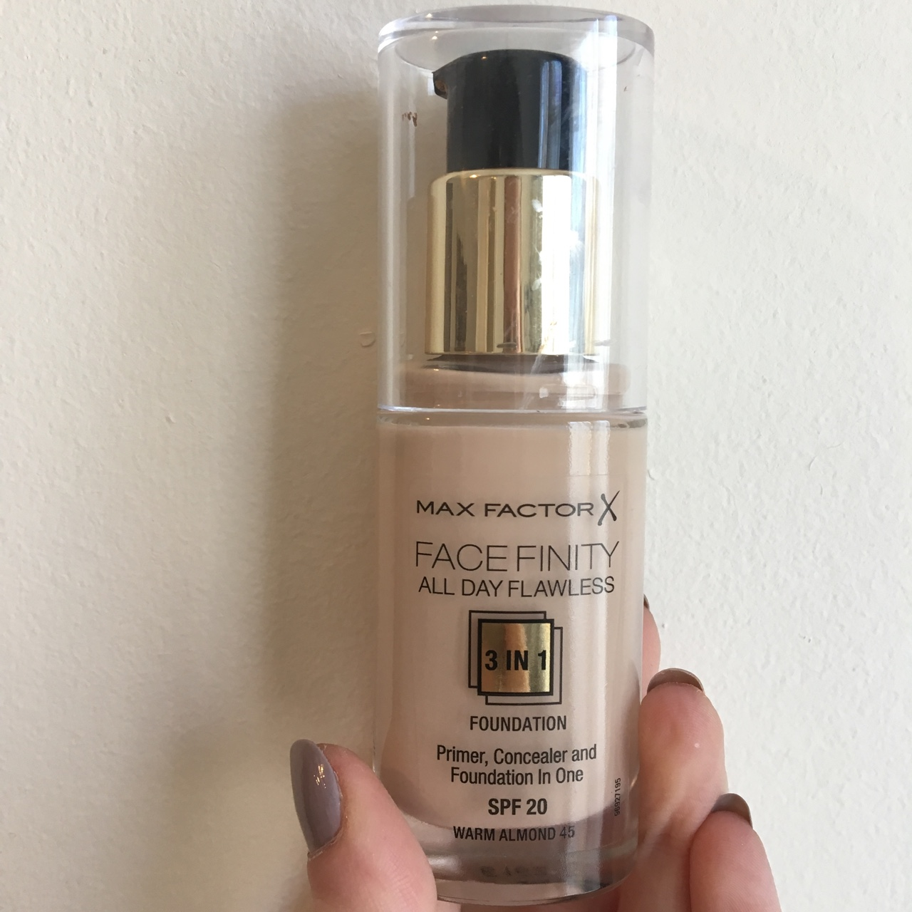 Max Factor Facefinity foundation in the shade warm...