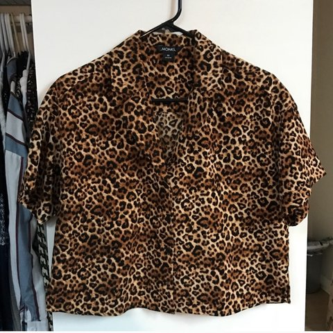 bf98355d19aa @yanazcloz. 6 months ago. Glendale, United States. Monki cropped leopard  print top XS.