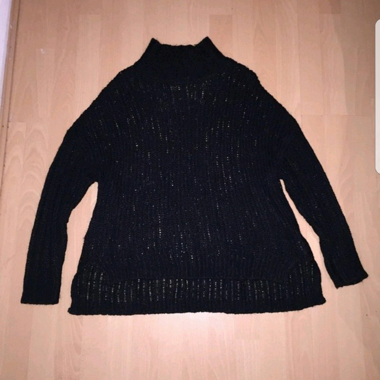 db0e8f0e7b92 Product  Jumper • Brand  H M • Size  M - Medium - Best fit - Depop