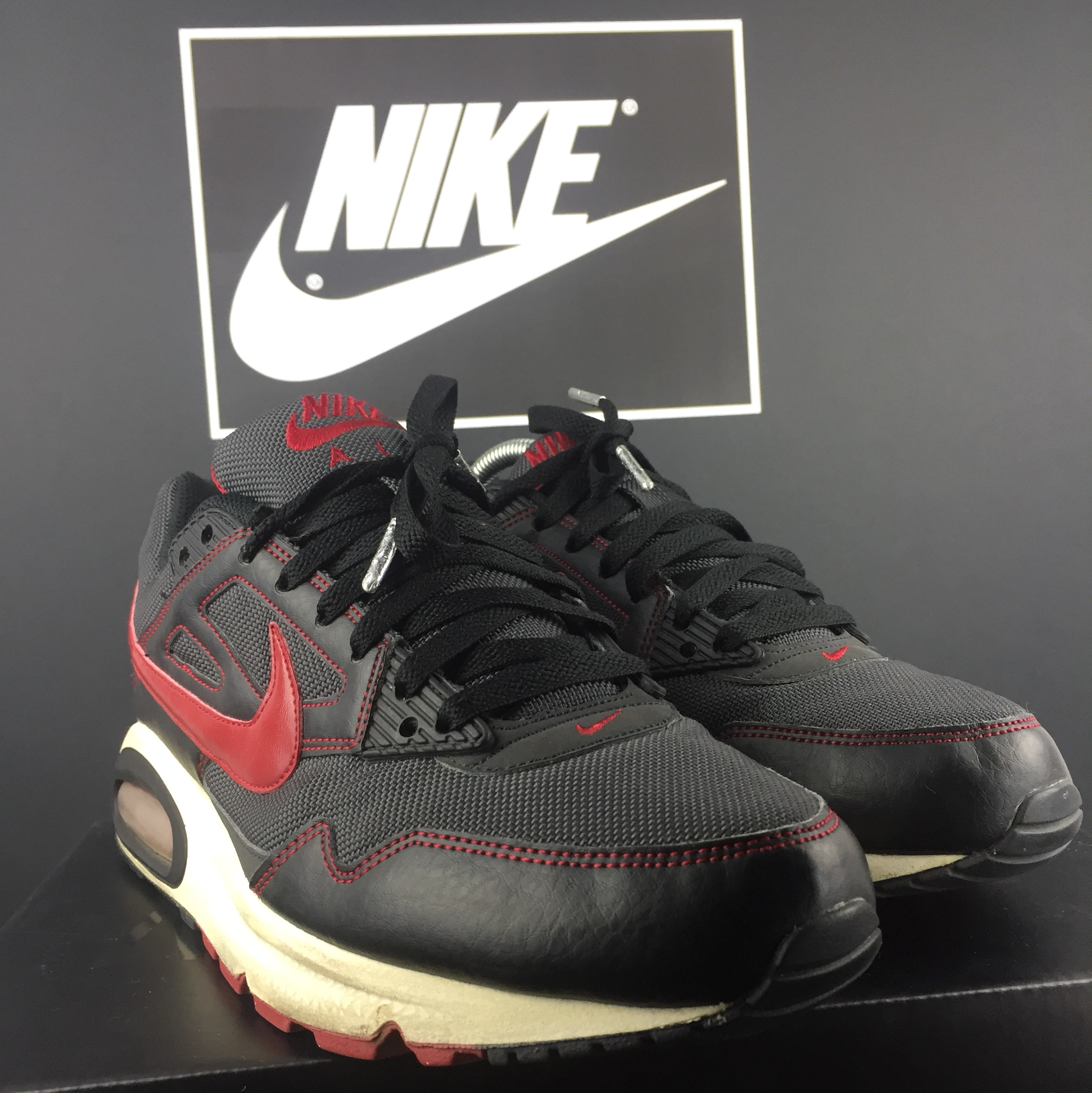 Nike Air Max Command In amazing nic Size 7.5 fit 8 Depop