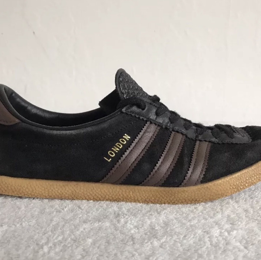Size 9 ADIDAS London Trainers Black Suede Brown...