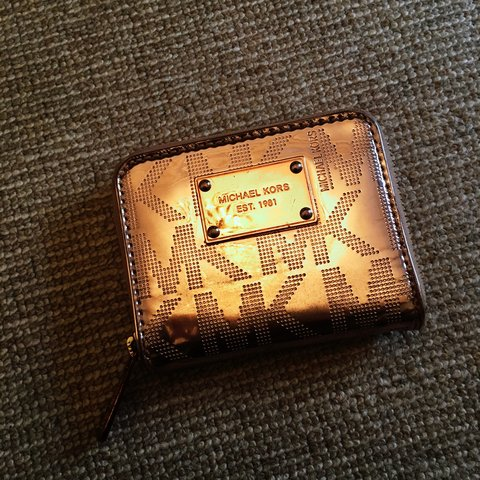 a16f4c21e3b0 @louise1702. 3 years ago. Edinburgh, Edinburgh, UK. Genuine Michael Kors  Rose Gold purse/wallet. Used but in very good condition.