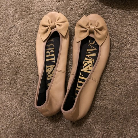 659d073da Sam   Libby tan flats with bows. Perfect condition