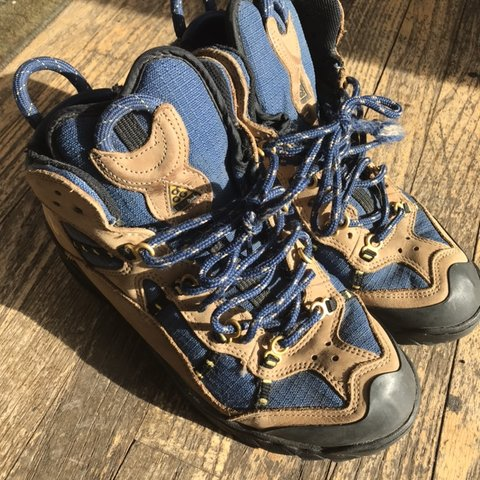 7b7a86fd017 Vintage Nike ACG hiking boots Condition 9 10 Soles still - Depop