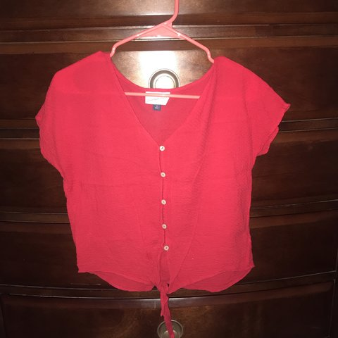 dc140d3aa3 True red short sleeve Universal threads shirt top Size Has - Depop