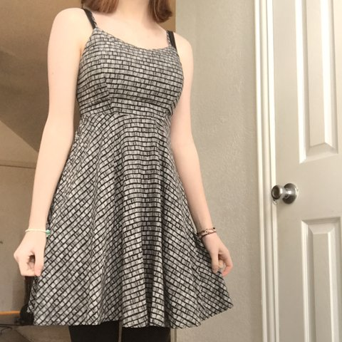 5518ad4cc1bc  laneymckell. 2 months ago. United States. old navy black and white pattern  dress