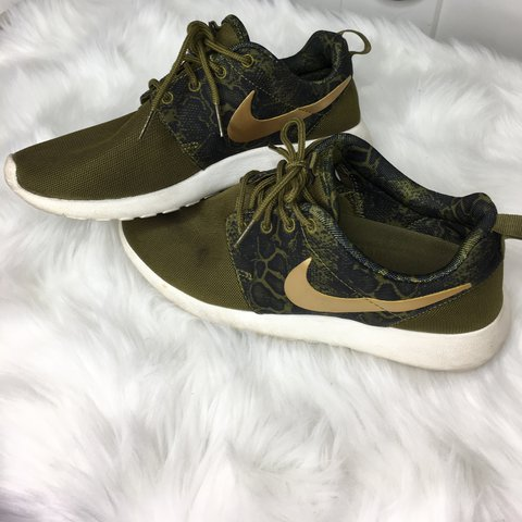 premium selection ff662 3b772  adaurec. 2 years ago. Queens County, United States. Army green Nike Roshe  run