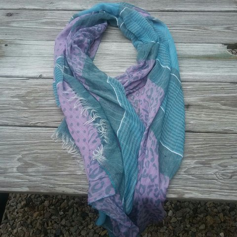 1b1192ecc548a @1033nutmeg. last year. Plymouth, Massachusetts, United States. Lavender and  teal scarf. Great color combinations.