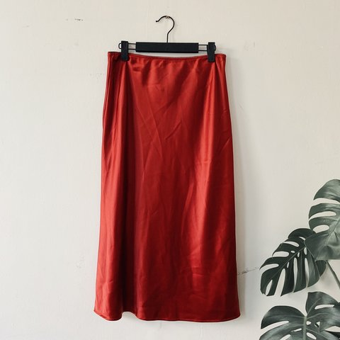 3b6e2d9f7 @icovetthee. 2 months ago. London, United Kingdom. Topshop SOLD OUT red satin  bias cut midi skirt.