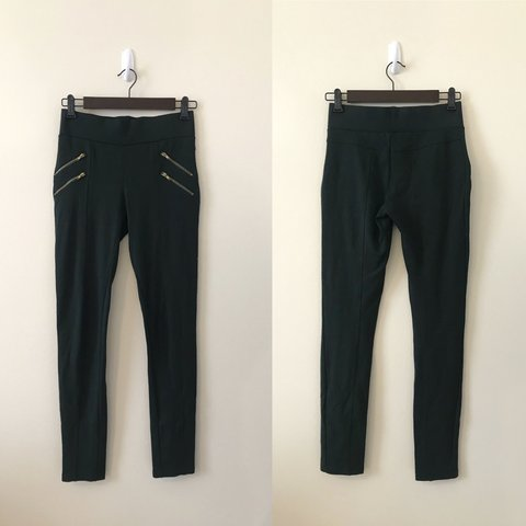 45f5494065c90 Zara Emerald Green Leggings with gold zippered pocket on a - Depop