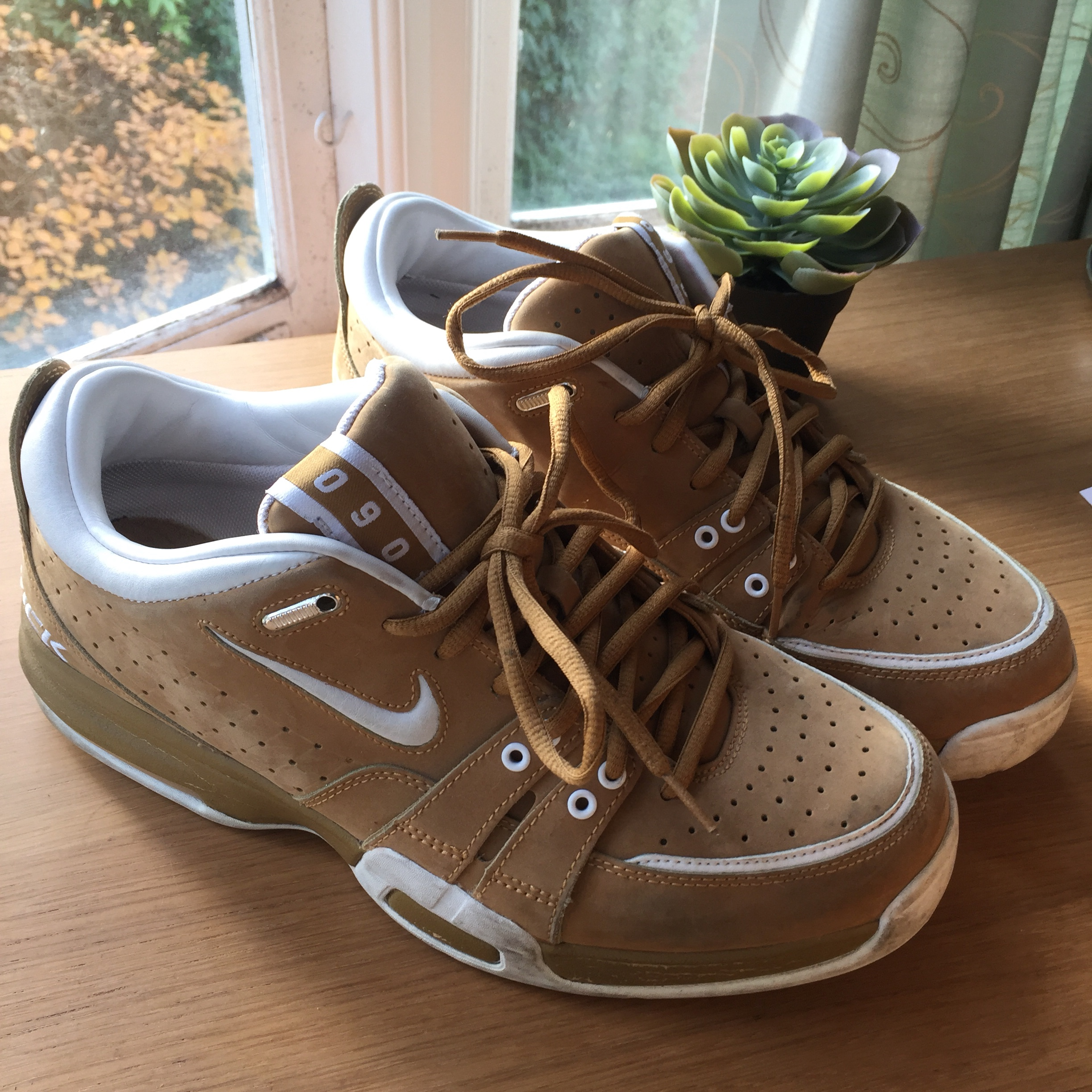 Vintage DEADSTOCK retro Nike Vick trainers in brown