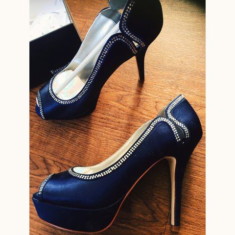 5712056e1b3f @nikkinapp. 3 years ago. Halesowen, UK. Beautiful brand new in box midnight blue  navy high heel.