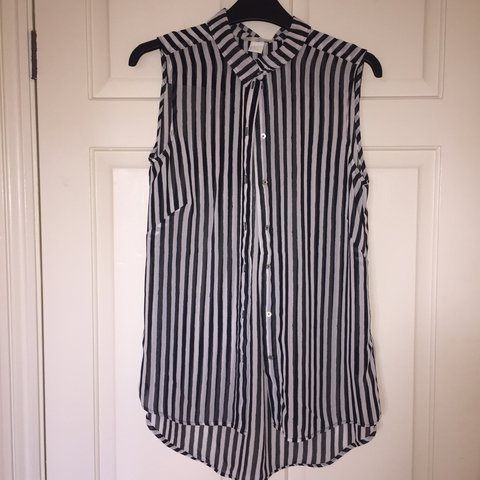 608d796c1503a6 @jessicasandall. 10 months ago. Lincolnshire, United Kingdom. H and M size  8 black and white striped sleeveless shirt.