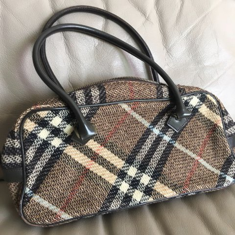 🔥 BURBERRY Boston Bag in Nova Check (FREE worldwide Vintage - Depop 070925a2f6ce3