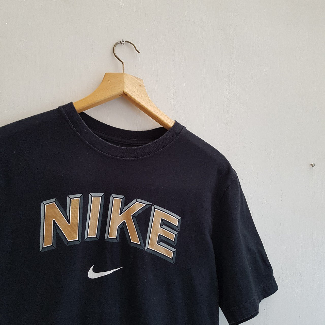 6301bb291 The T Nike Depop Out Logo Vintage Gold With Shirt On Spell zqwnRUq5F