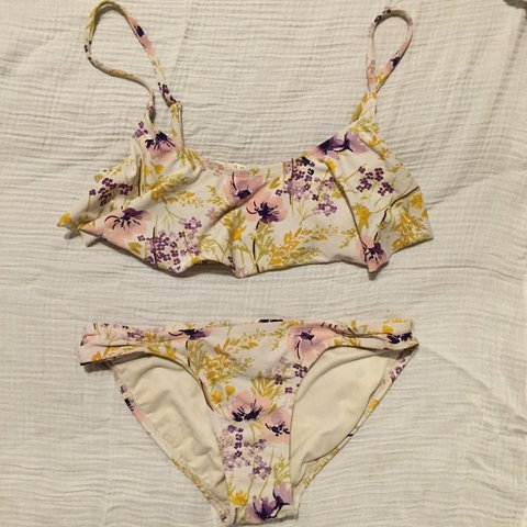 d30c658ea284c Floral print bikini Frilly top with pretty floral print in - Depop