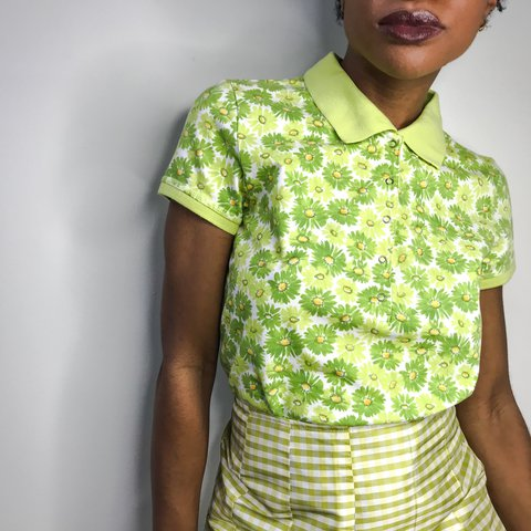 d5627e2b3 Flowers Always Vintage Liz Claiborne Polo Top 💚🌼