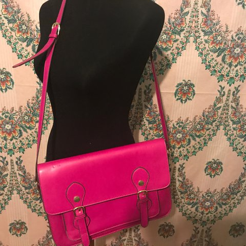 3418d12dc57 @winkdstyles. 2 years ago. Bowie, United States. Hot Pink Steve Madden  Satchel Purse