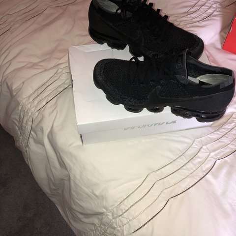 d7f14c9e5 Nike Air Vapormax Flyknit Triple Black 1.0 UK10 Condition  - Depop