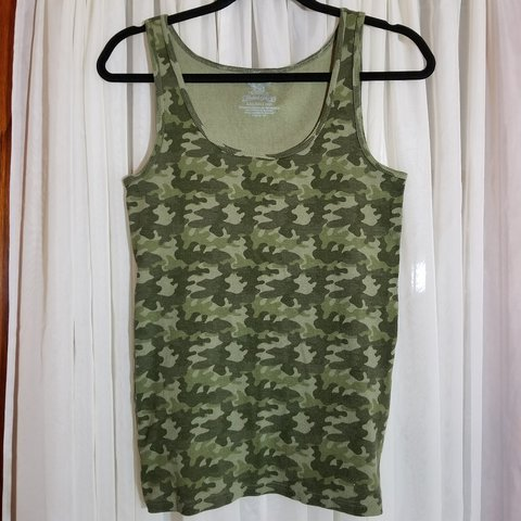 26fa4f1c034 Women s Faded Glory camo tank top. Comfy casual tank with my - Depop