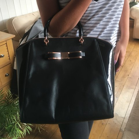 7c566f25a3 @hettiemay27. 2 years ago. Redditch, United Kingdom. TED BAKER bag,  beautiful black leather/ patent rose gold ...