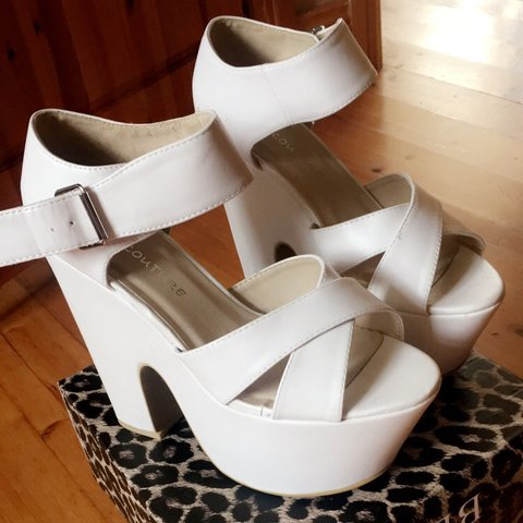 d2b0e0300e48 White chunky heel with cris cross strap from korkys😍 shoes - Depop