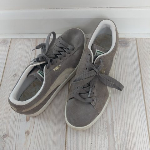 5f96c3356d5 Grey suede puma trainers UK size 7 in used condition but to - Depop
