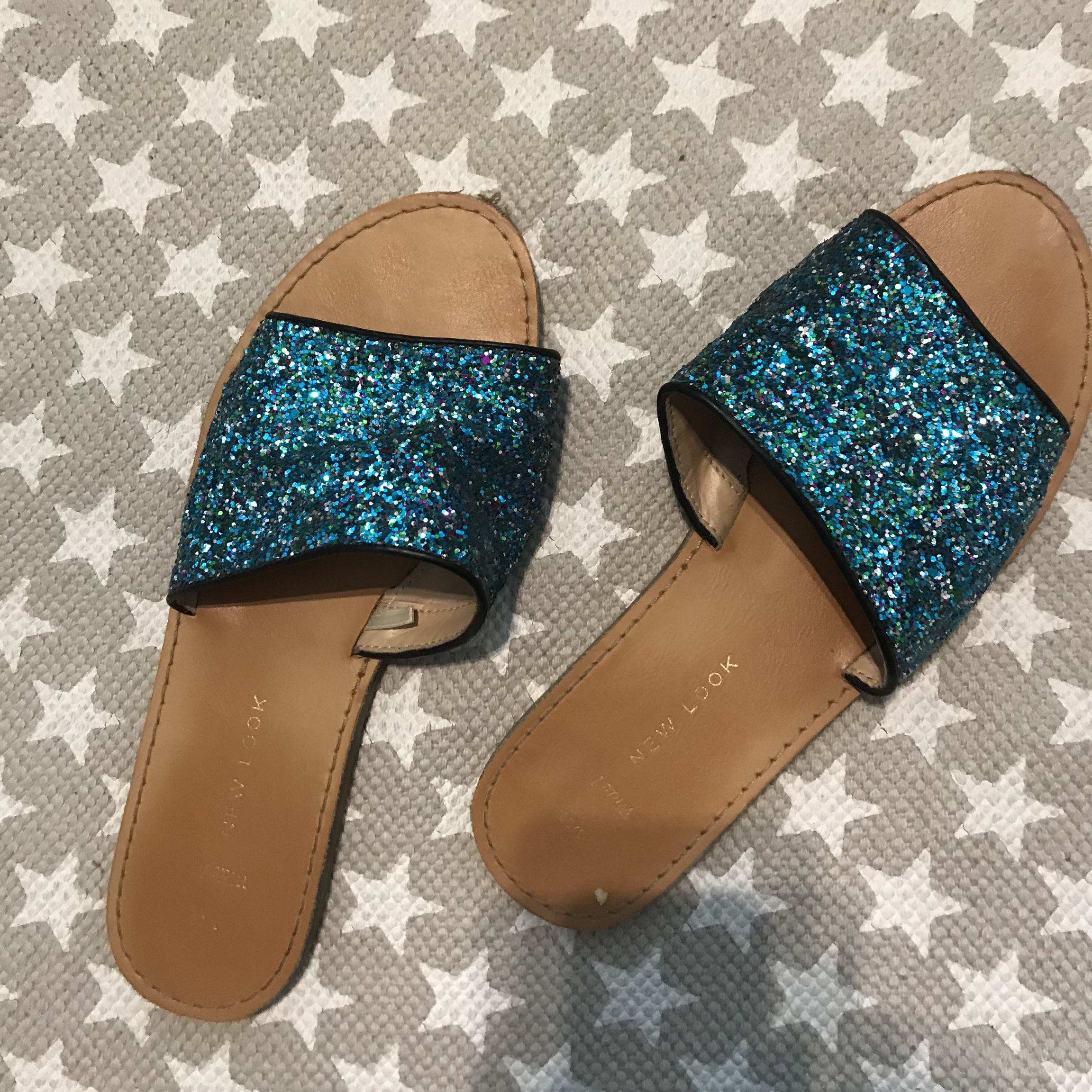NEW LOOK WIDE FIT GLITTER SLIDERS SIZE