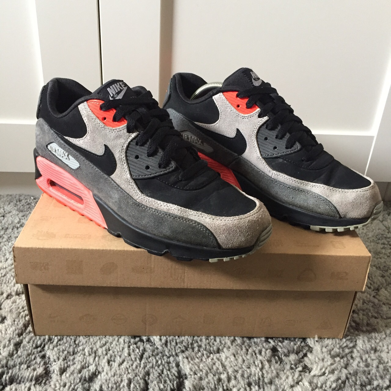 Nike Air Max 90 Black Ash Grey Total Crimson