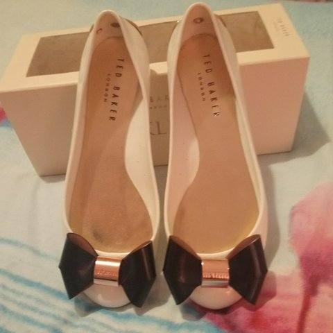 1112276e6 Ted Baker Faiyte dolly shoes pumps. Size 5. Cream with black - Depop