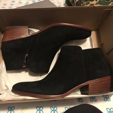 806a8b96df05  beaalmocera. 3 months ago. United States. PRICES ARE NEGOTIABLE Sam Edelman  Black Suede Ankle Boots ...