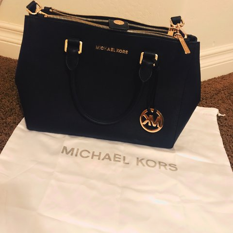 100% authentic MICHAEL KORS BAG...comes with the duster bag - Depop 749b681bdc300